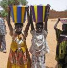 Children carrying water in Mali